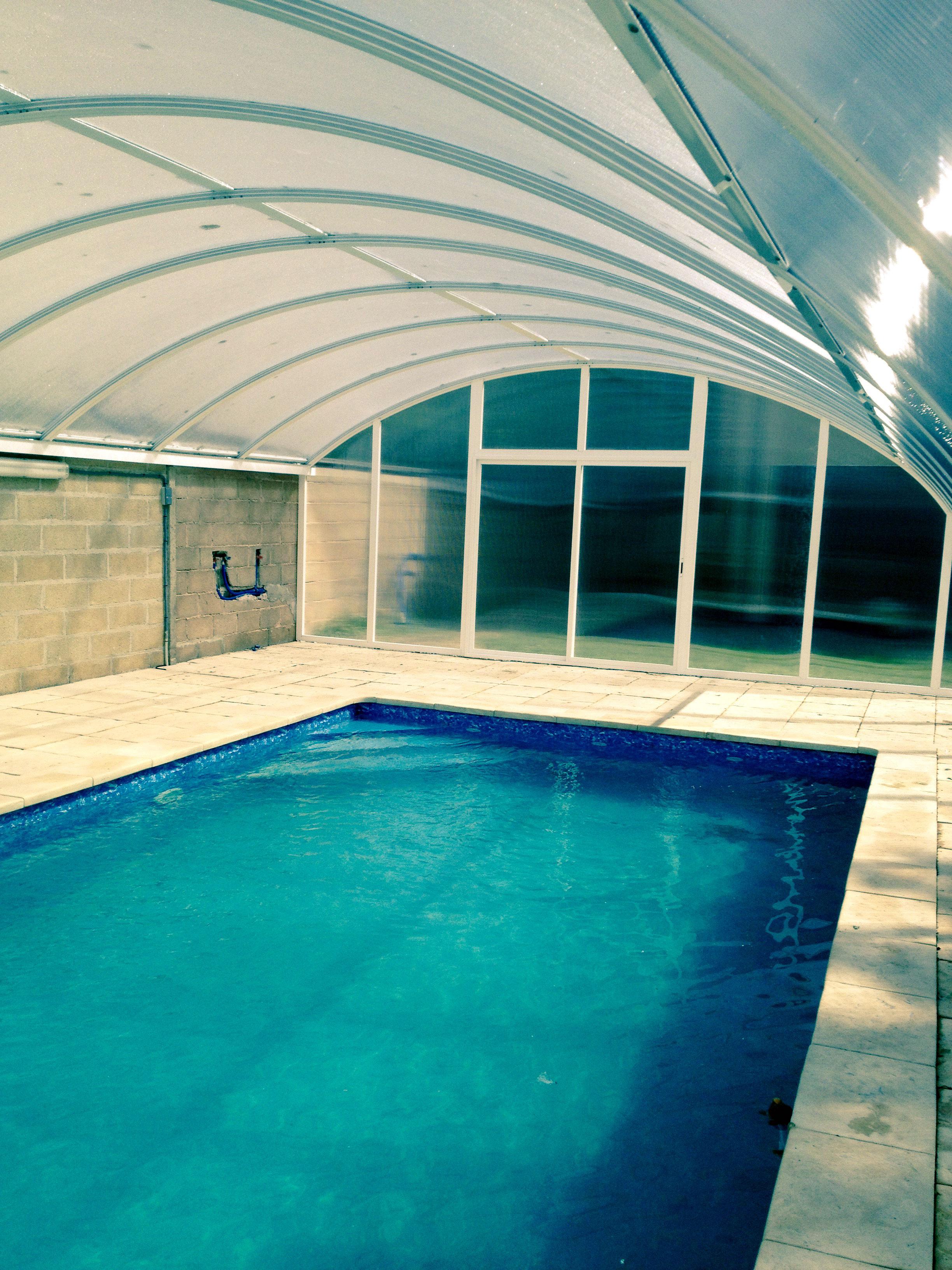piscina cubierta de bloques de hormigón