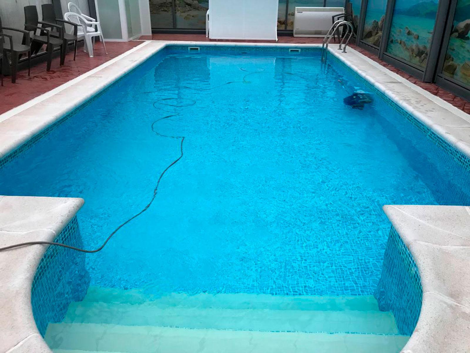 piscina laminada armada con escalera romana